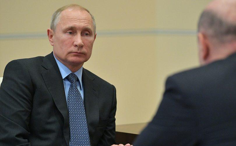 Президент России поручил Михаилу Мишустину проверить мобильное приложение для самозанятых